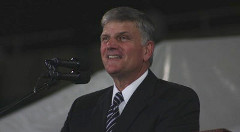 Franklin-Graham-preaching